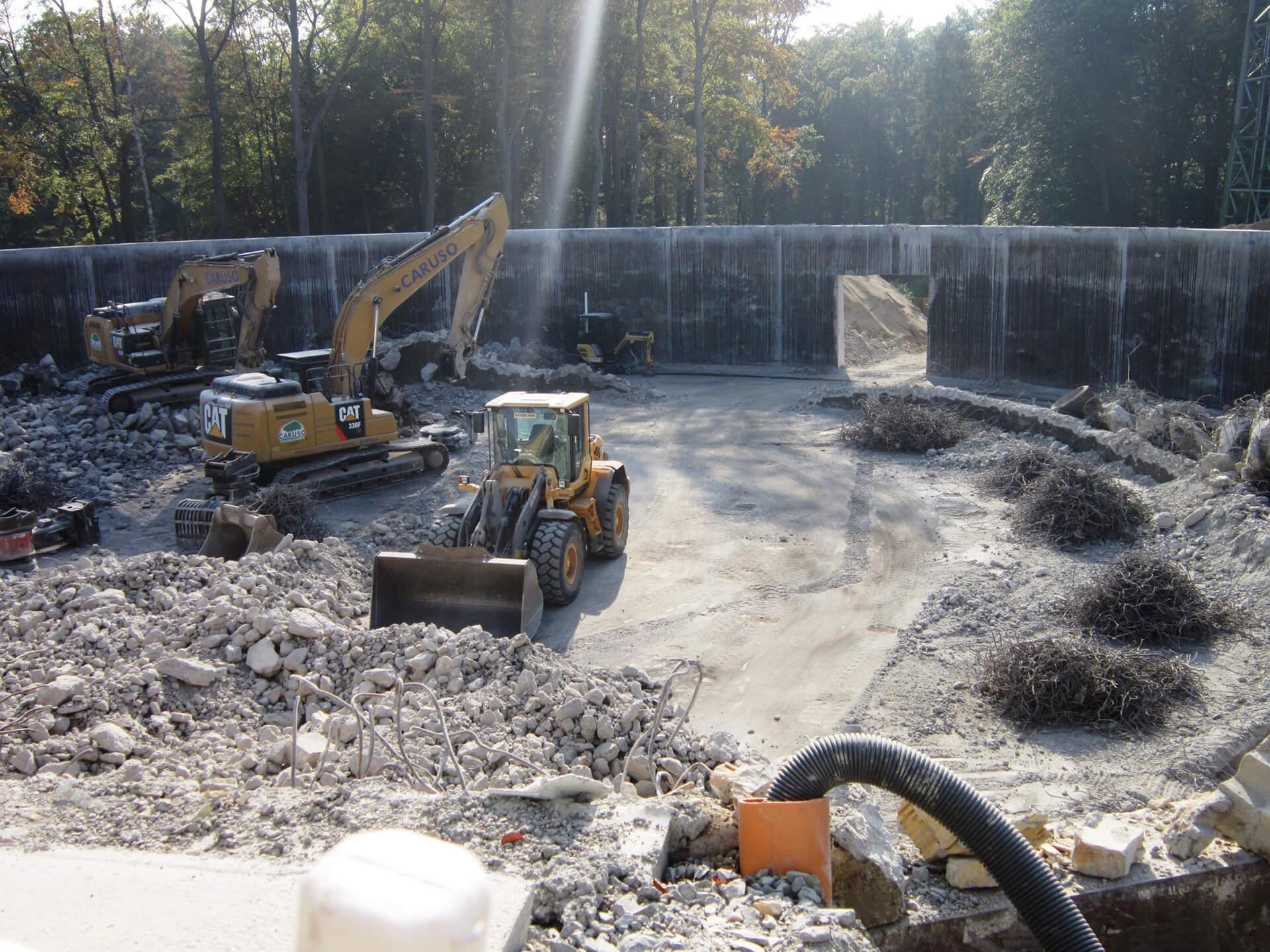 Abbrucharbeiten an der Wasserkammer 1: Zerkleinern und Trennen des Abbruchgutes, Beton und Stahl werden recycelt
