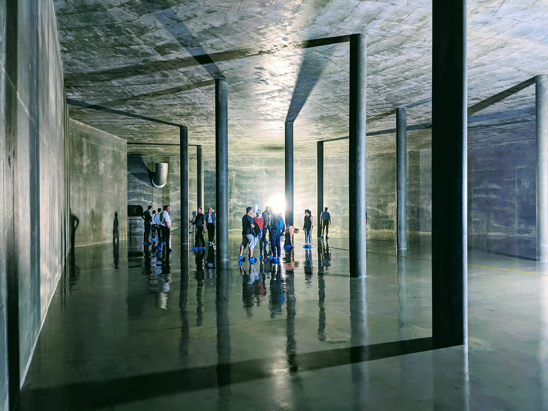 Besichtigung der Wasserkammer 2 mit Kunden und Partnern